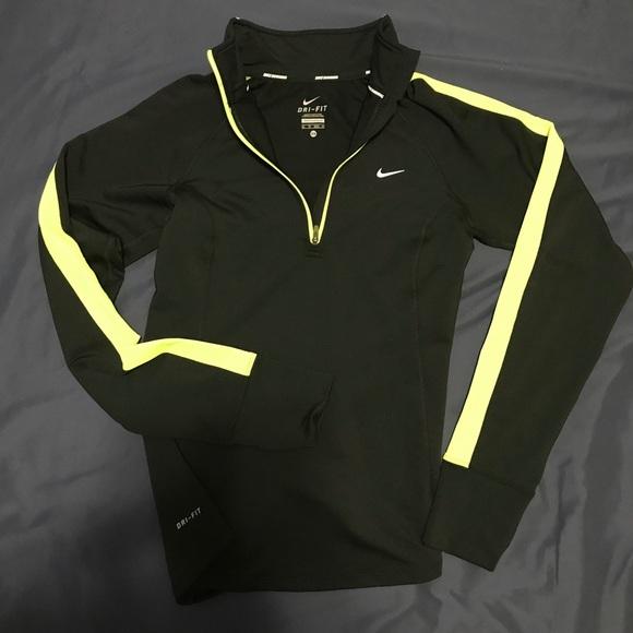 bff6111fa82f Nike women s dri-fit size XS pullover w  reflector.  M 5b949f36c2e9feb9b6e0921d